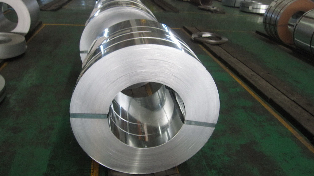 Regular Spangle 30mm to 400mm Hot Dipped Galvanized Steel Strip with Z10 / Z27 Zinc Coating